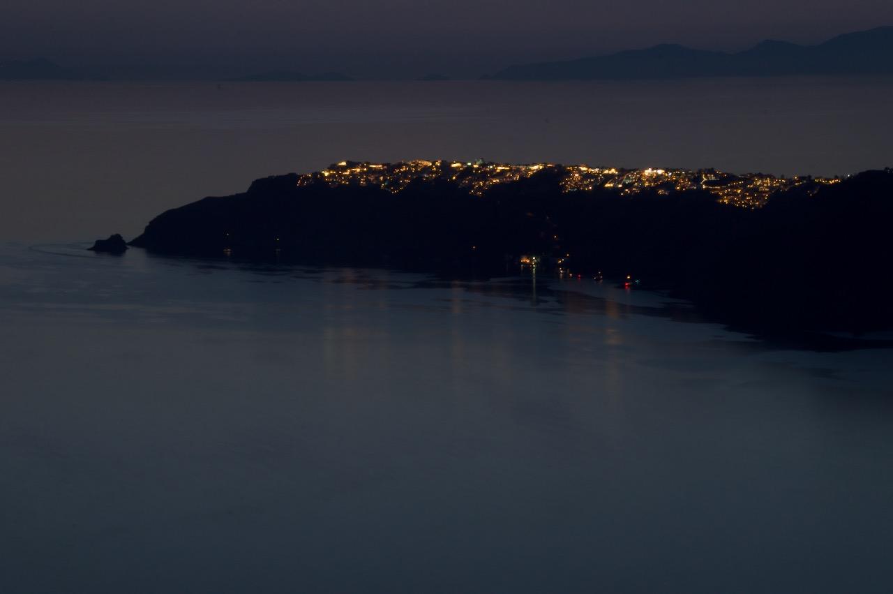 イメロヴィグリから眺めるイアの夜の明かり