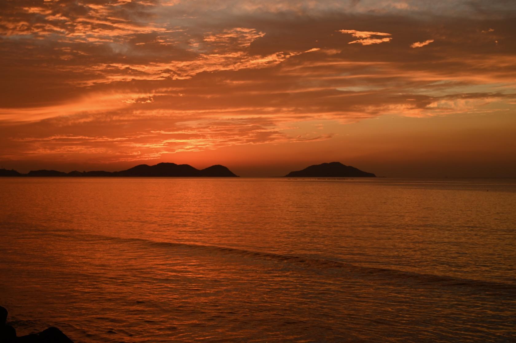 夕日に染まる宗像の海