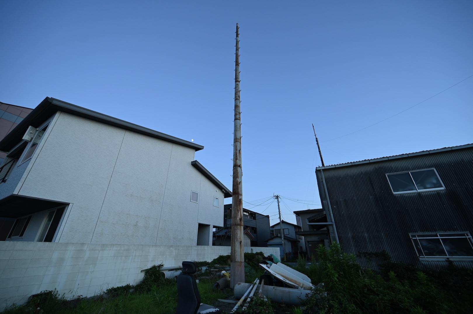 長垂海岸空き地の鉄柱