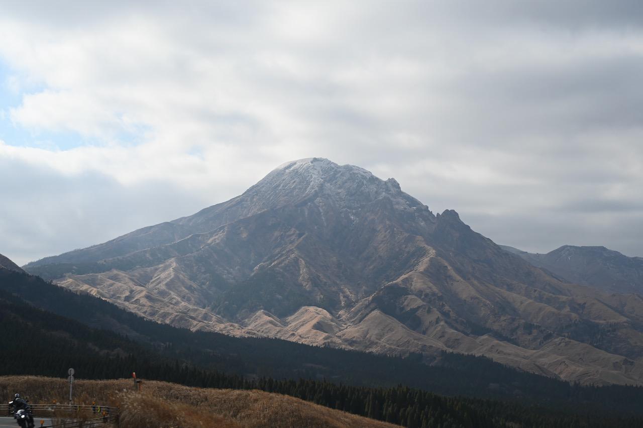 箱石峠から眺める阿蘇高岳