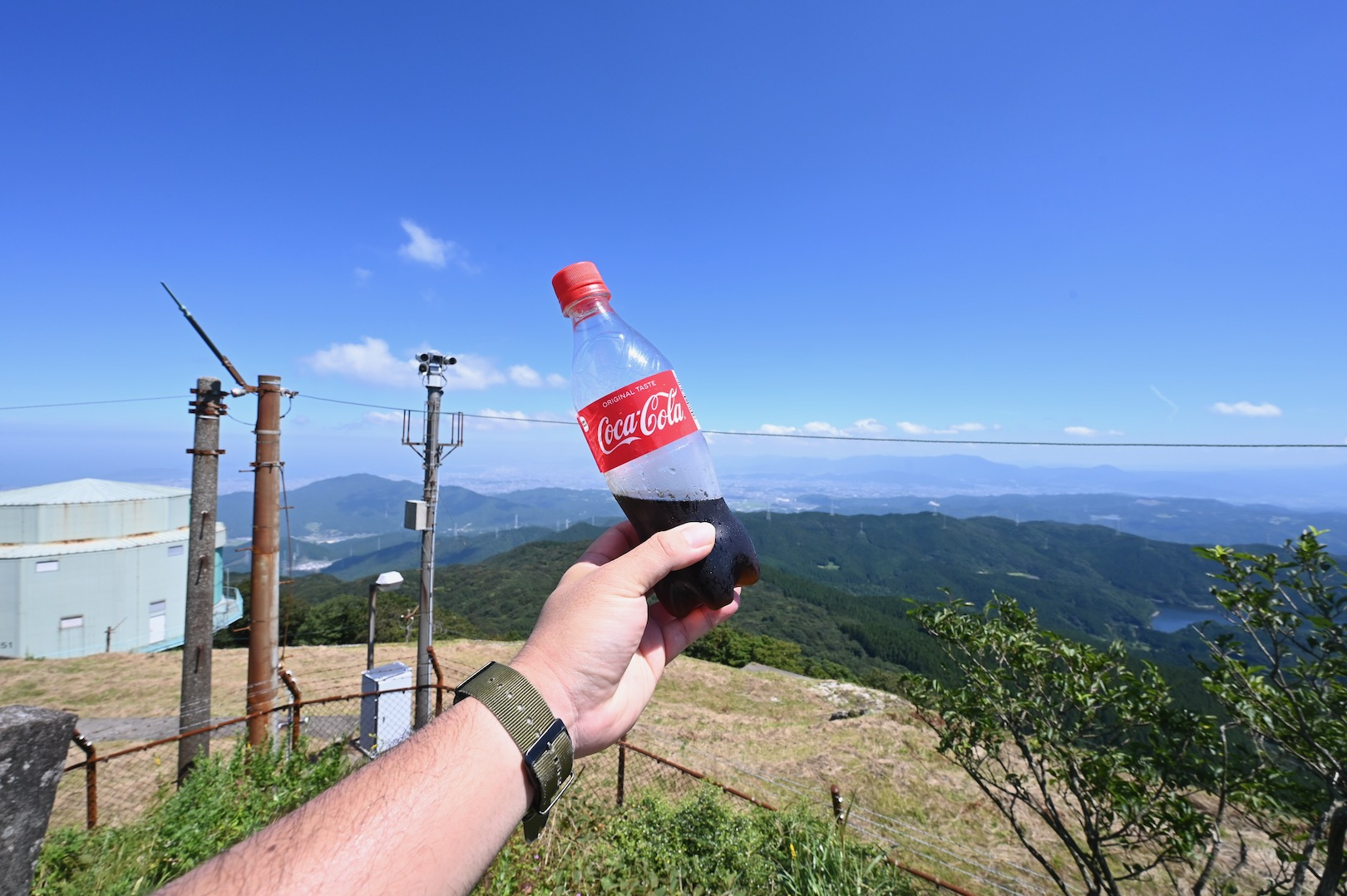 山頂でコーラ