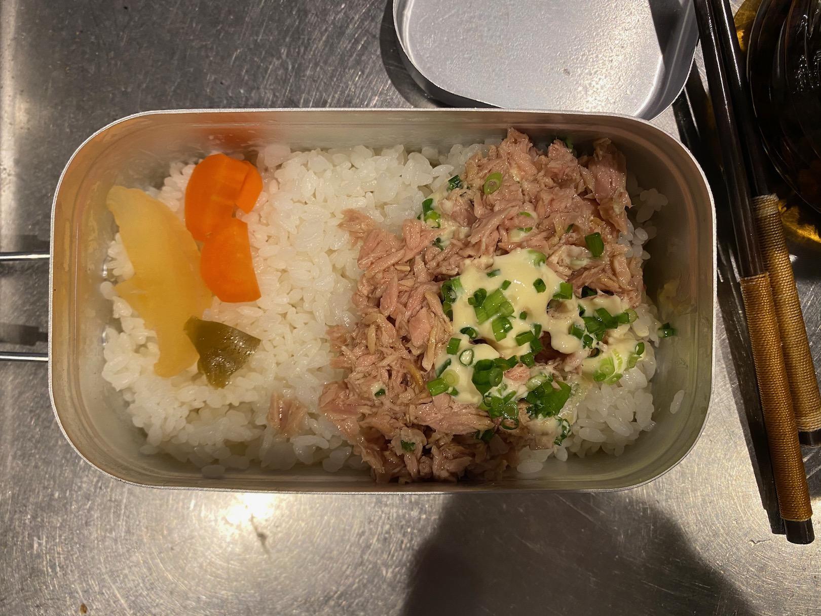 メスティンでツナマヨかけご飯 1
