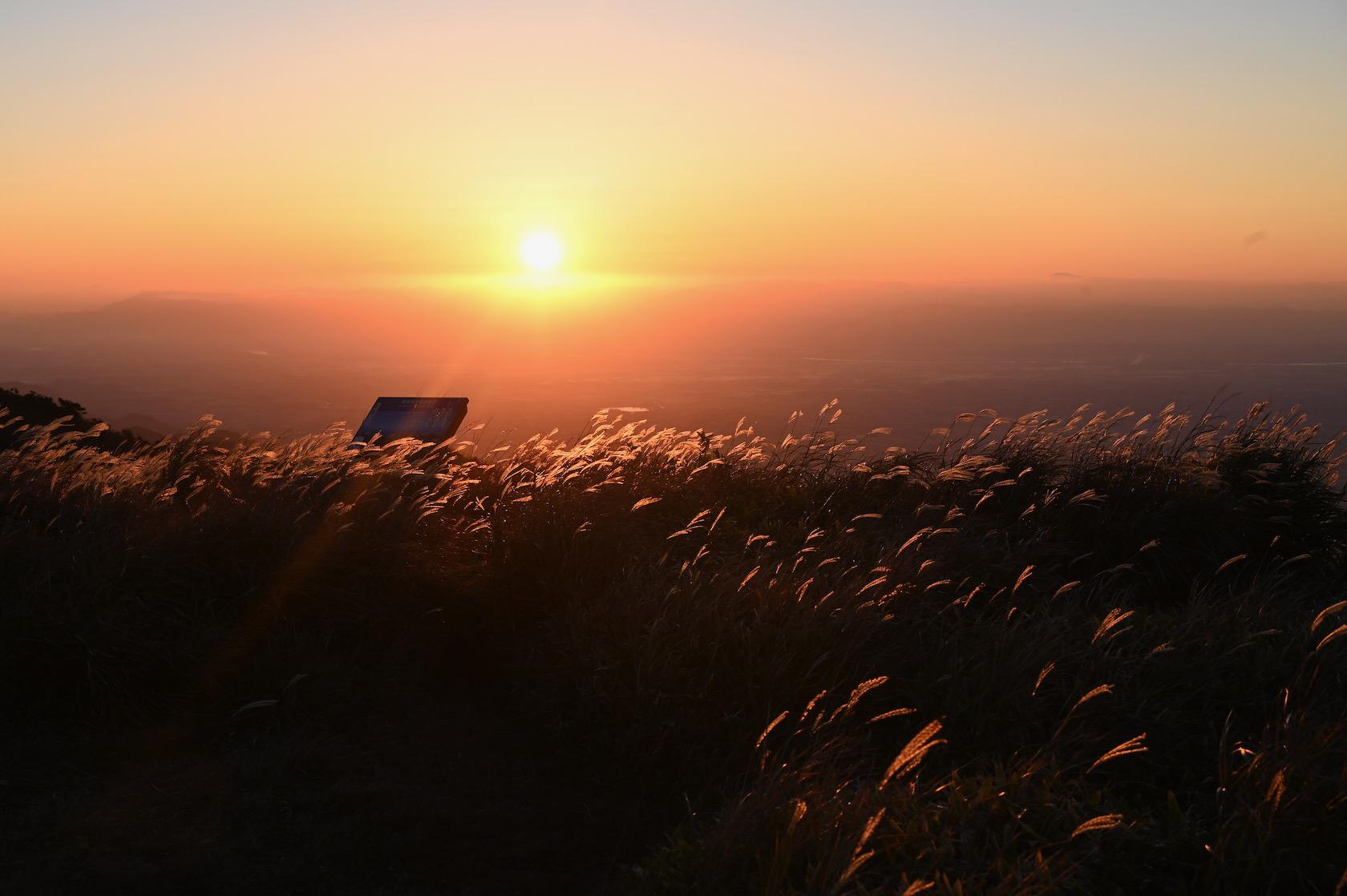 天山から見る日の出